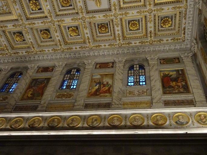 стены и потолок храма